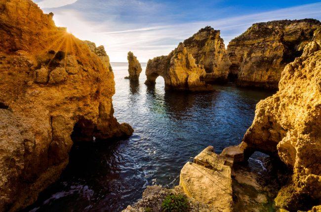 Die Algarve bei Lagos zum Sonnenaufgang