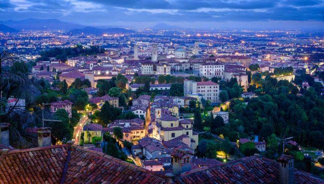 Bergamo zur blauen Stunde
