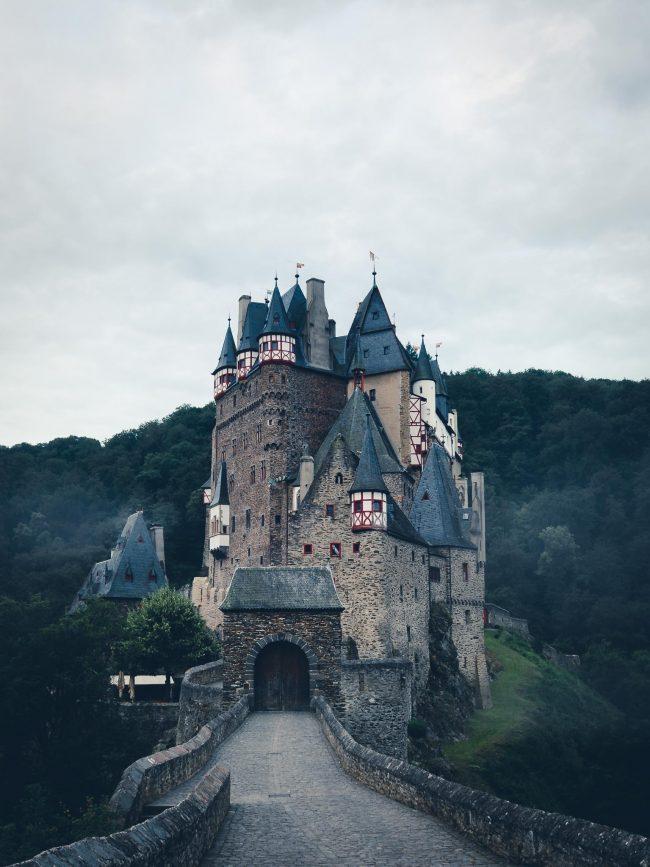 Mystische Burg Eltz im Nebel