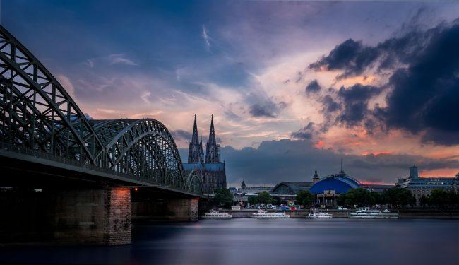 Köln mit dramatischem Himmel