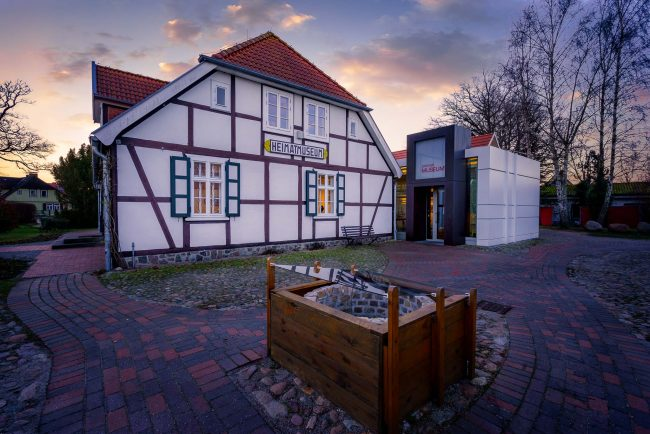 Museum in Zingst zum Sonnenuntergang