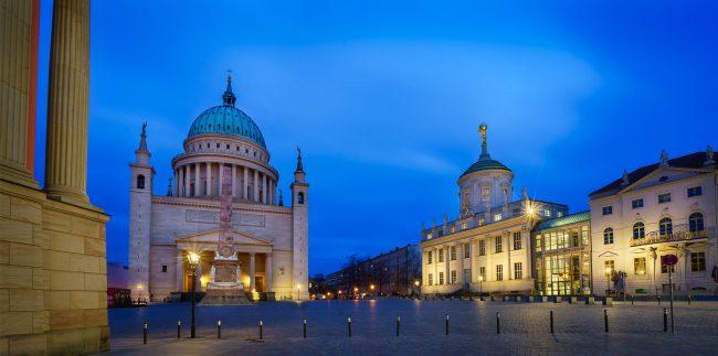 St Nikolaikirche in Potsdam zur blauen Stunde